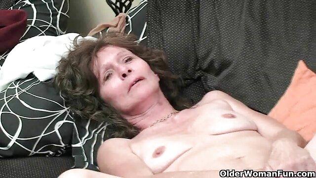 Mujer de la limpieza xnxx dinero involucrada en una orgía de 3