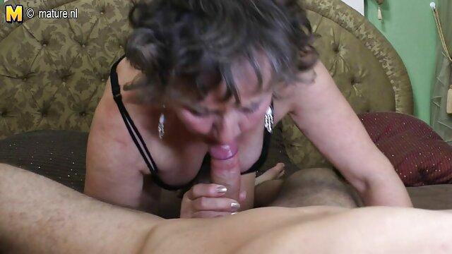 MILF Sonia es follada duro y tiene squirt sexo casero por dinero