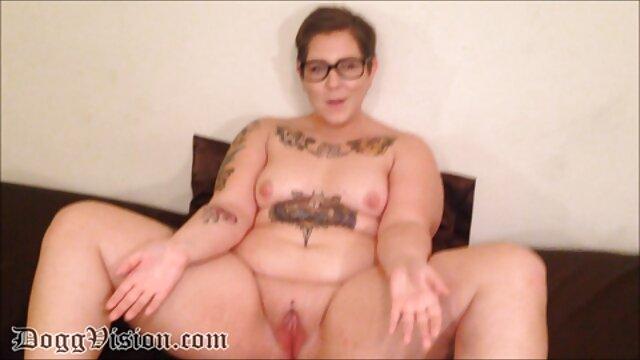 Dos lesbianas sexo calle dinero jugando con agujeros de culo