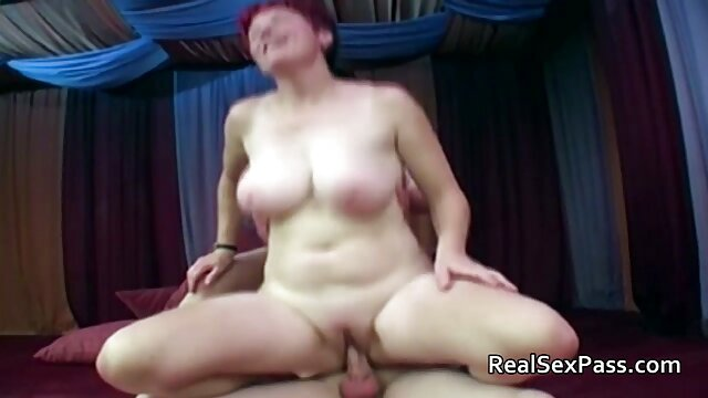 POV Adolescente Rubia Habla Sensualmente Y Golpea Una Polla sexo por dinero en hotel