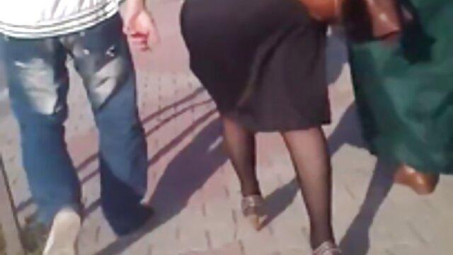 Hottie ucraniana Cara Mell en chico virgen tiene sexo por dinero medias sexy folla su coño