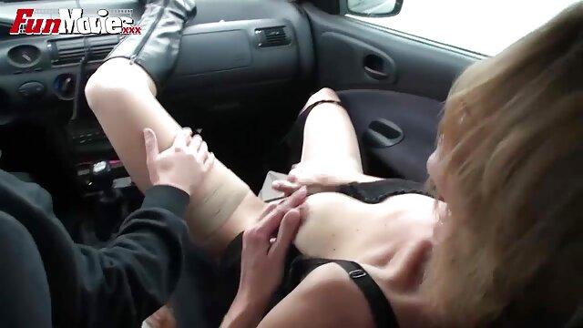 Adolescente rubia sexo por dinero trio teniendo una aventura de noche
