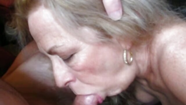Esposa hecha en el sofá sexo por dinero hombre