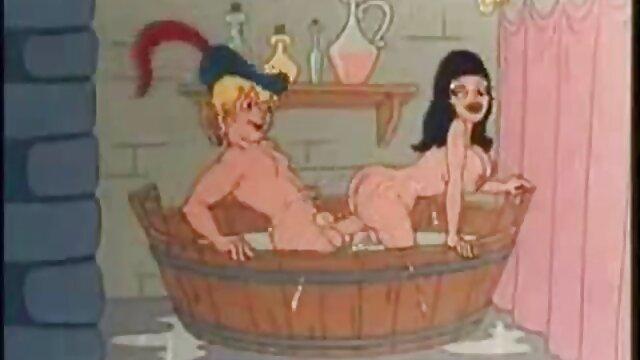 Hermosa morena juega kinky dress up sexo anal dinero en uniforme