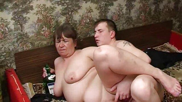 MILF rubia alemana de pelo corto necesita polla para la cena PARTE sexo por dinero casero 2